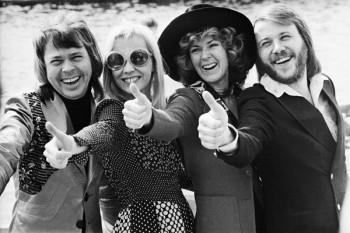 008. Постер: Черно-белое изображение группы ABBA.