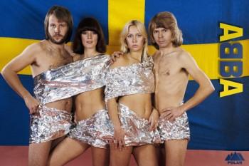 009. Постер: ABBA на фоне национального флага