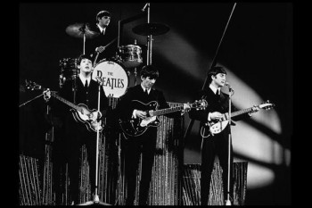 041. Постер: The Beatles на концерте в 1964 году
