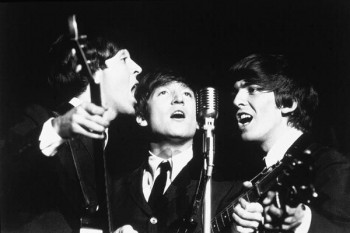 045. Постер: The Beatles: Paul, John и George поют вместе