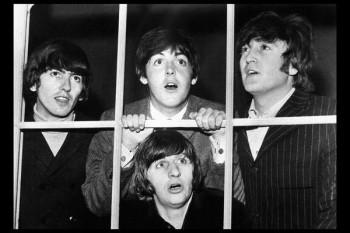 048. Постер: The Beatles в окне