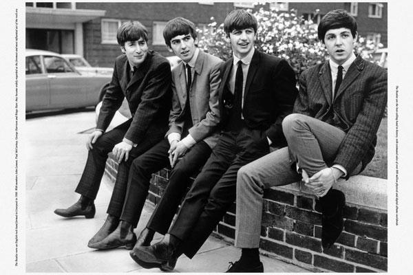 050. Постер: Участники the Beatles: Paul McCartney, George Harrison и Ringo Starr в 1965 г.