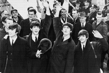051. Постер: The Beatles в аэропорту Keннеди в Соединенных Штатах