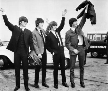 055. Постер: The Beatles приветствующие своих поклонников