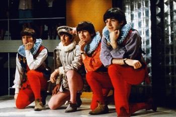 058. Постер: Портрет the Beatles в костюмах циркачей
