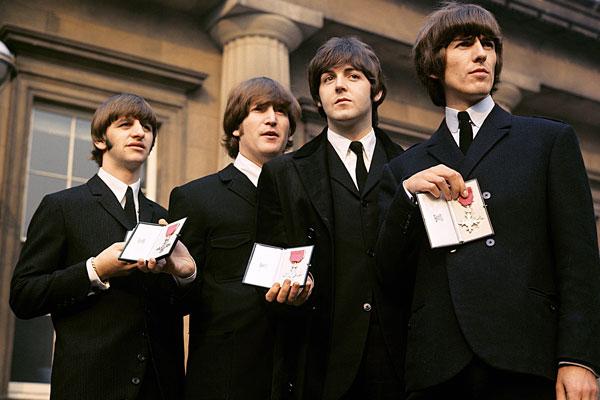 067. Постер: The Beatles, после награждения членов группы Орденами Британской империи