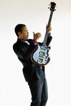 105. Постер: Stanley Clarke, фото с бас гитарой