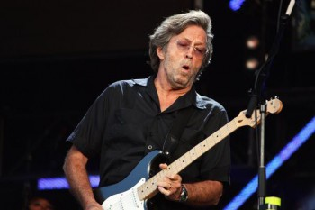 122. Постер: Eric Clapton, играющий на гитаре