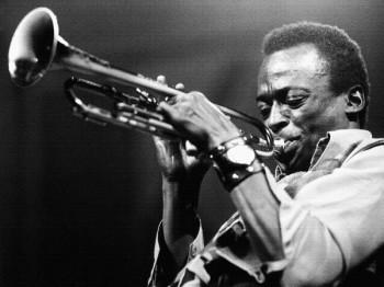 130. Постер: Miles Davis основатель таких стилей, как: modal jazz, cool jazz и fusion