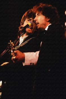 150. Постер: Bob Dylan выступает с George Harrison в 1988 году