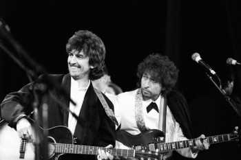 186. Постер: Рок звезды на сцене: George Harrison и Bob Dylan