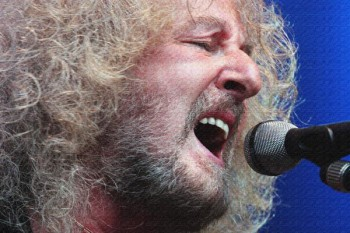 203. Постер: Les Holroyd является английскиим бас-гитаристом, вокалистом и автором песен