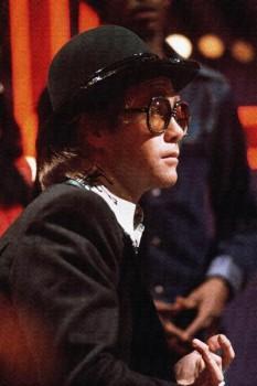 221. Постер: Elton John, оказавший заметное влияние на развитие популярной музыки