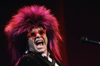 225. Постер: Певец Elton John в большом красном парике