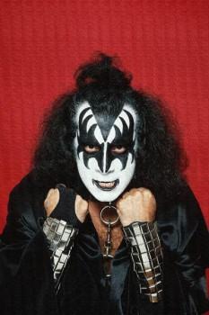 255. Постер: Gene Simmons, член группы Kiss