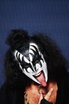 256. Постер: Mузыкант Gene Simmons из рок-группы Kiss