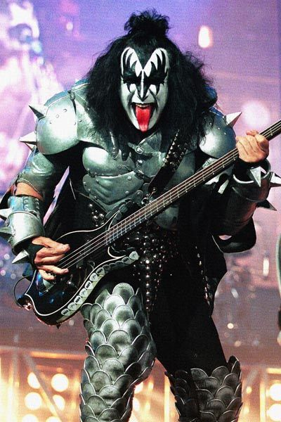 258. Постер: Бас гитарист Gene Simmons из группы Kiss