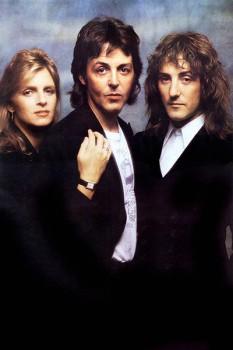 294. Постер: Paul, Linda McCartney и Denny Laine в составе группы Wings, в 1979 году