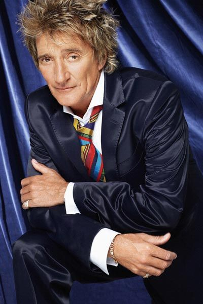 422. Постер: Rod Stewart на фоне синего занавеса