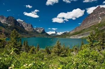 033. Пейзаж: Поляна у горного озера
