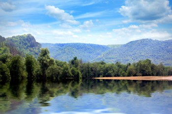 046. Пейзаж: Озеро в голубых горах