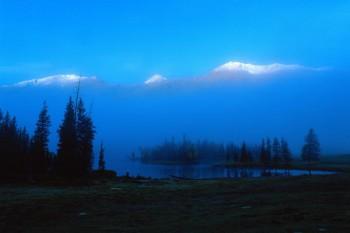 051. Пейзаж: Рассвет на фоне заснеженных гор