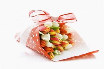 102. Поздравление: Тюльпаны в подарочной упаковке